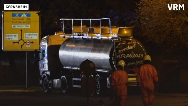 Unfall eines Gefahrguttransporters in Gernsheim