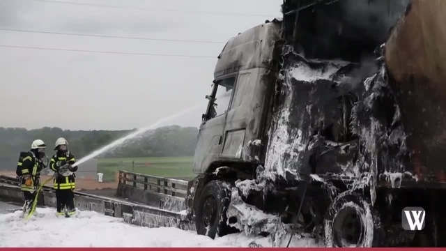 Lkw brennt auf der A3 bei Raunheim