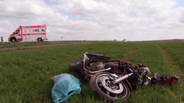 Motorräder prallen ineinander: zwei Schwerverletzte