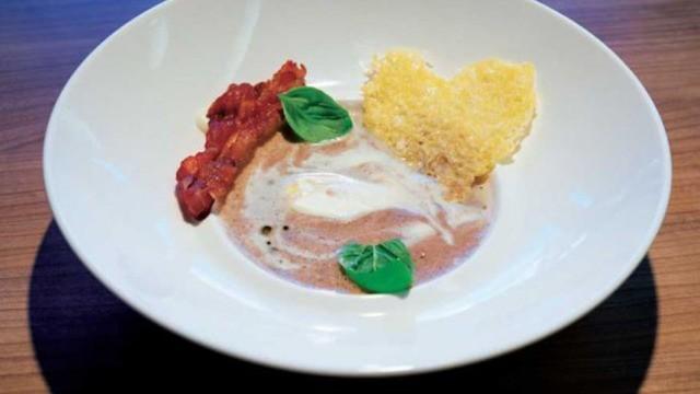 Maronensuppe mit Amarettosahne