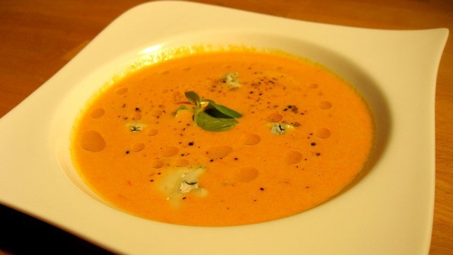 Gorgonzola Suppe mit rotem Pfeffer