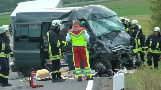 Zwei Autofahrer sterben bei Unfall auf B 255