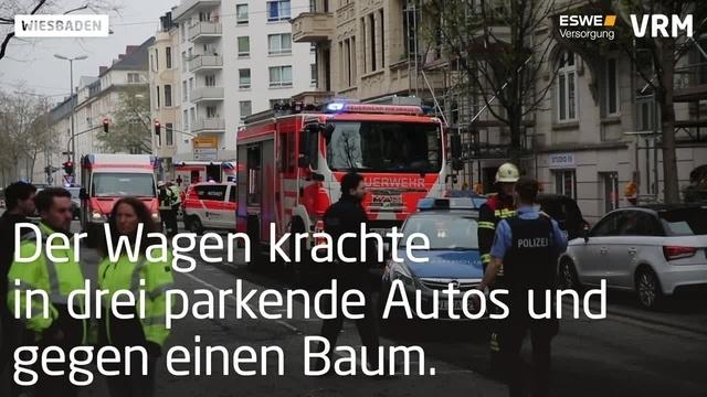 500-PS-Mercedes kracht gegen Autos