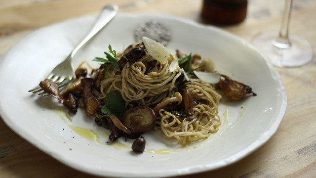 Balsamico Linguine mit Pilzen