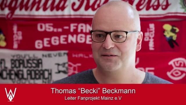 Wortpiratin rot-weiß: Der Leiter des Fanprojekts zu Gast