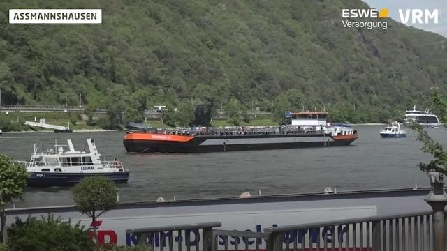 Tankschiff auf dem Rhein in Brand geraten