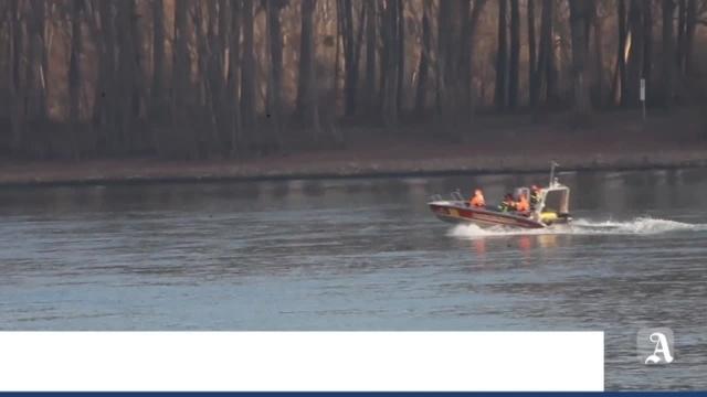 Schiff gerät auf dem Rhein bei Nierstein in Brand