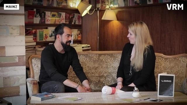 Wortpiratin rot-weiß: Mara Pfeiffer trifft Özgür Ivecen