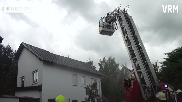 Hüffelsheim: Dachstuhlbrand in Einfamilienhaus
