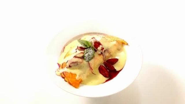 Kürbisschaum-Omelett mit Zwetschgen