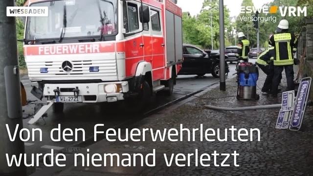 Unfall mit Feuerwehrauto in Wiesbaden