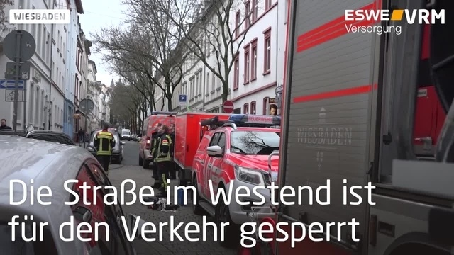 Wiesbaden: Dachteile drohen abzustürzen