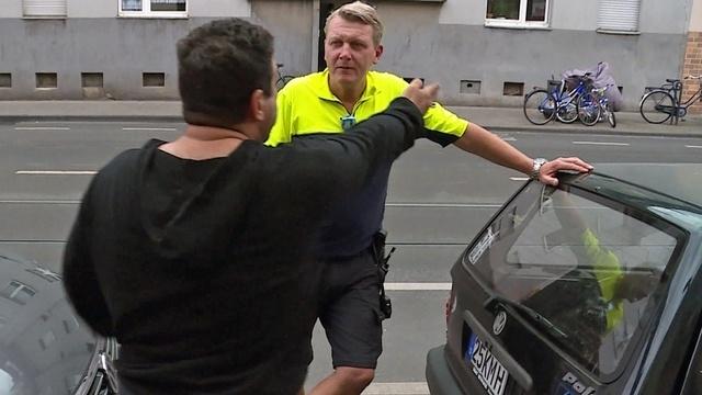 Doppelt abkassiert! Schuldeneintreiber trifft Fahrrad-Cop