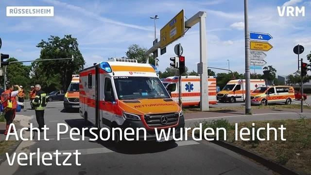 Mehrere Verletzte bei Unfall auf Kreuzung