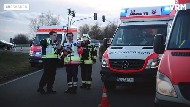 Unfall zwischen Bus und Auto in Wiesbaden