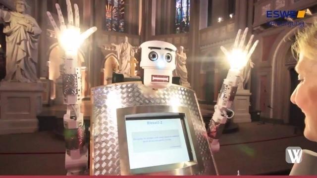 Selbstversuch mit Segensroboter in der Wiesbadener Marktkirche