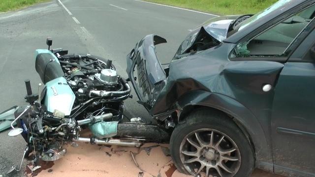 Motorradfahrer nach Zusammenstoß schwer verletzt