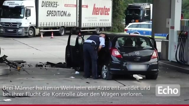 Flucht endet mit Unfall an Tankstelle