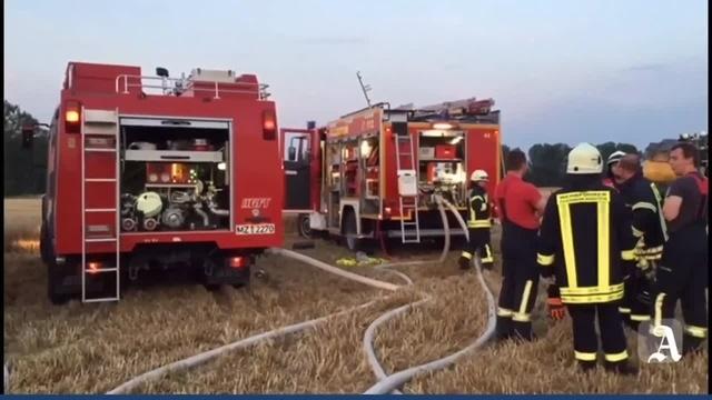 Guntersblum: Auf einem Feld gerät ein Mähdrescher in Brand