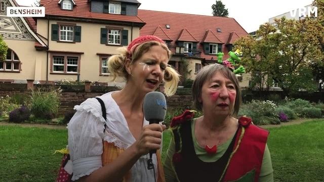 Clowninnen kommen zur Visite ins Seniorenheim