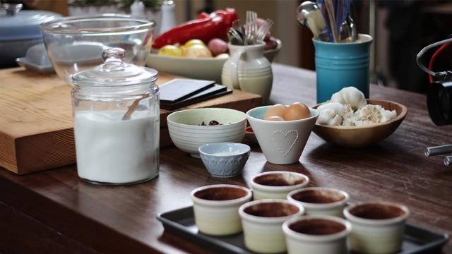 Dunkle Schokolade und Kirschpudding