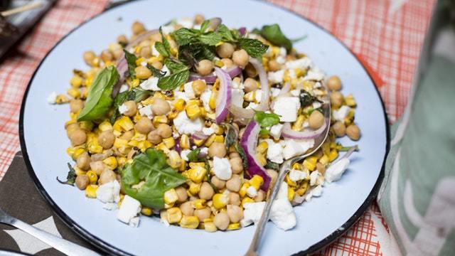 Rustikaler Mais-Kichererbsen-Salat