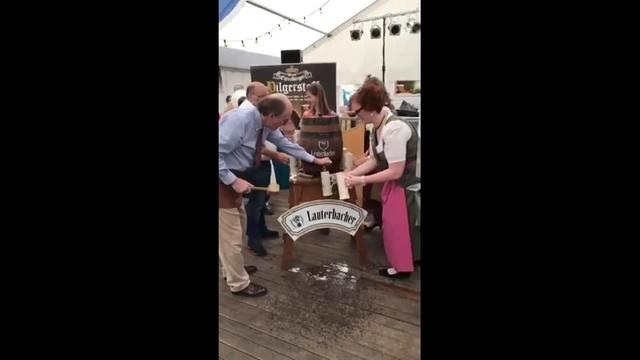 Fassbieranstich auf dem Prämienmarkt