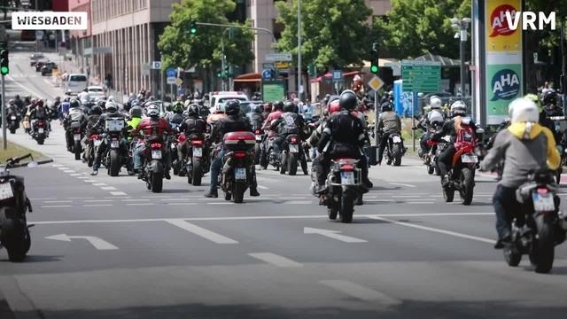 Biker-Demo in Wiesbadener Innenstadt
