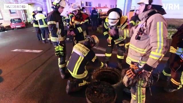 Fahrzeugbrand und Kanalexplosion in Wiesbaden