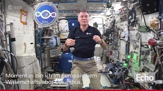 ESA-Astronaut Paolo Nespoli gratuliert dem ESOC