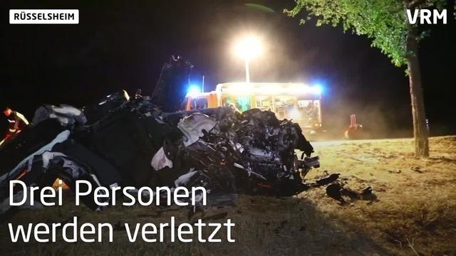 Auto prallt gegen Baum – drei Verletzte in Rüsselsheim
