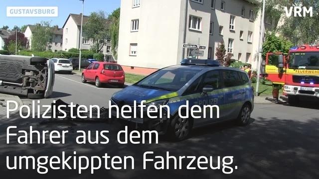 Auto und Streifenwagen kollidieren in Gustavsburg