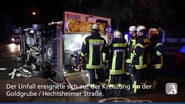 Mainz: Rettungswagen kippt bei Unfall um