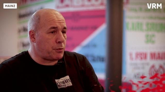 Wortpiratin rot-weiß: Mister Fanhaus