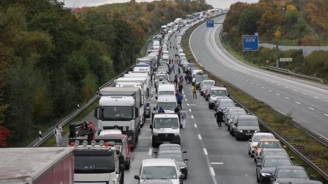 Forst-Aktivisten legen Autobahnen lahm