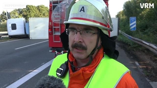 Vollsperrung nach Lkw-Unfall auf der A5