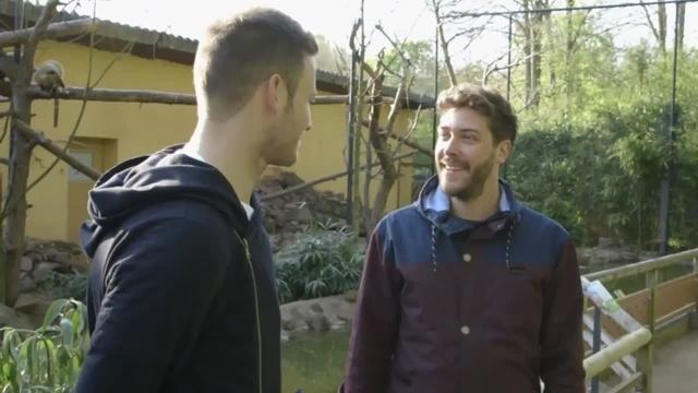 Colin Mahnke spricht bei Lilien Inside vor dem Spiel in Hamburg mit Torwart Michael Esser