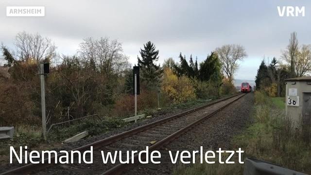 Armsheim: Auto stößt mit Zug zusammen