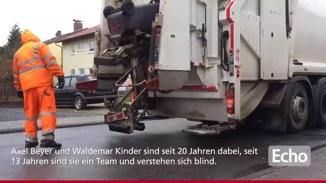 Zwei Müllmänner im Kreis Bergstraße