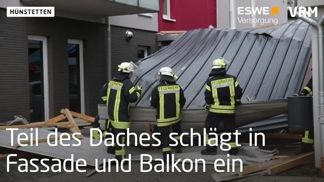 Dach schlägt in Familienhaus und Werkstatt ein