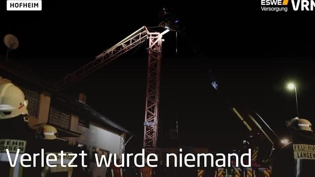 Baukran stürzt in Hofheim auf Wohnhaus