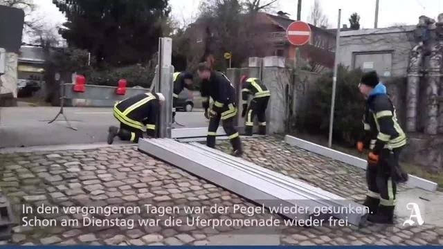 Feuerwehr baut Hochwasserschutz am Rhein wieder ab