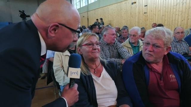 300 Besucher verfolgen Podiumsdiskussion in Leun