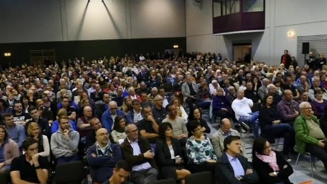 600 Besucher verfolgen Podiumsdiskussion in Bad Endbach
