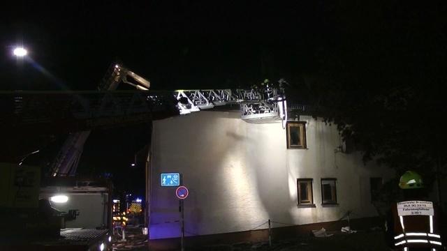 Feuerwehr löscht Dachstuhlbrand in Solms