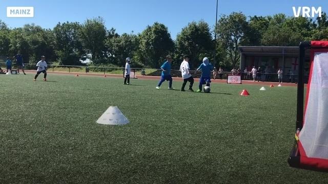 """Kindgerechter Fußball spielen"""