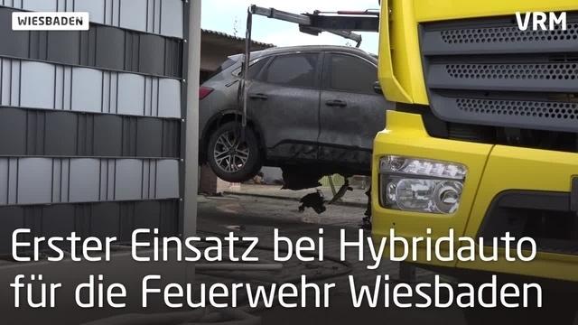 Neues Hybrid-Auto brennt beim Laden aus