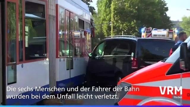 Darmstadt: Straßenbahn kollidiert mit Transporter