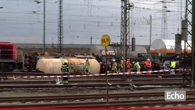 Bischofsheim: Kesselwagen mit Salpetersäure umgekippt