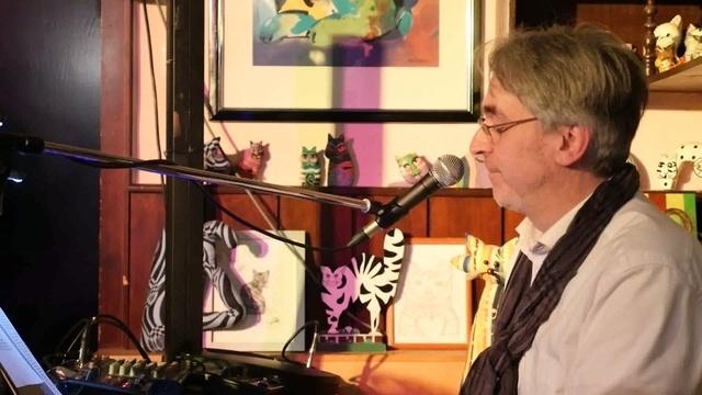 Frank Mignon unterhält beim Konzert in der Kneipe